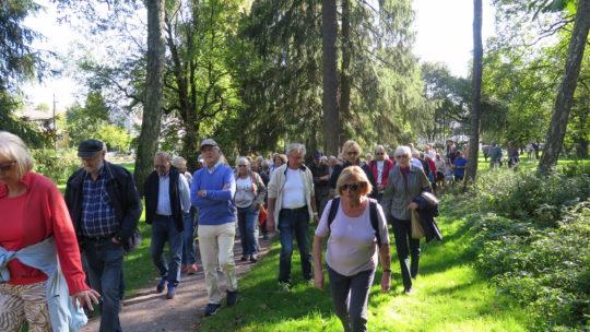 På vei gjennom parken ovenfor Holmendammen